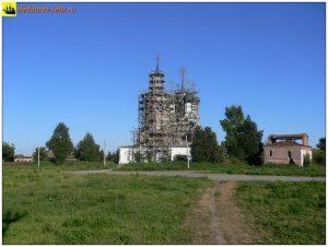Троицкий храм в строительных лесах, 2005 г.