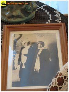 Мария Парменовна Бальзамова и Анна Алексеевна Сардановская. 1914-1915гг.  Фото из дединовского краеведческого музея, 2015г.